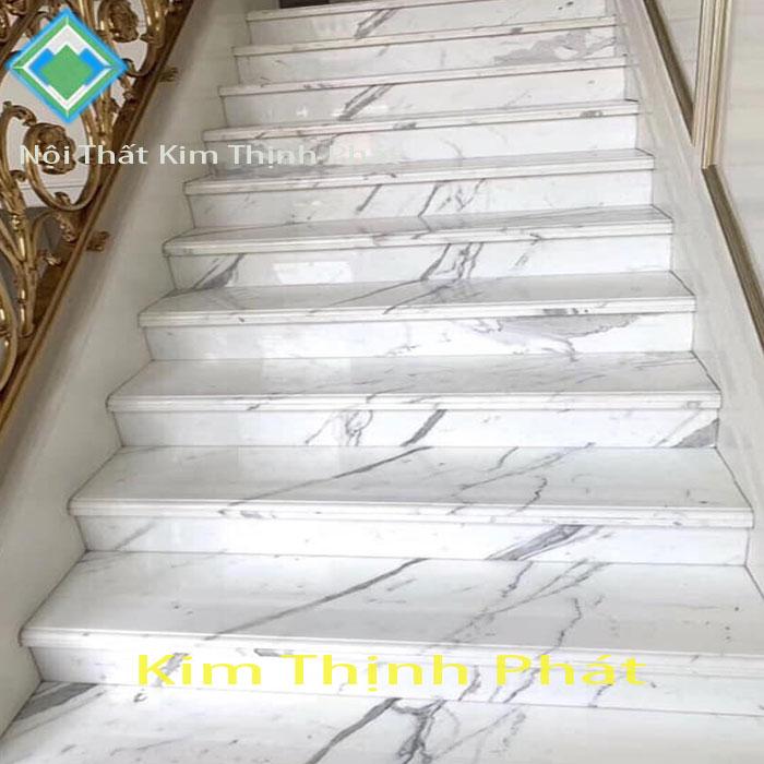 cầu thang đá trắng
