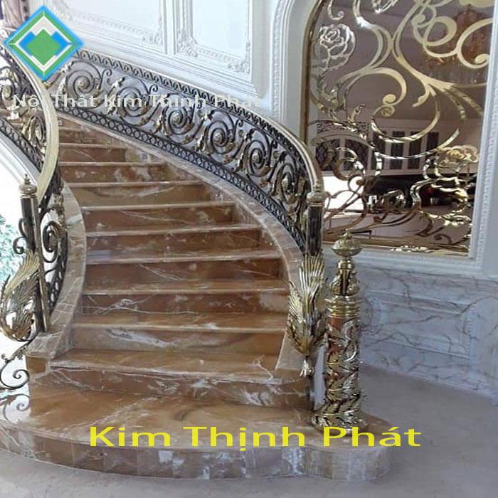 đá hoa cuong cầu thang