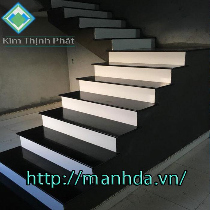 cầu thang đá nhà phố